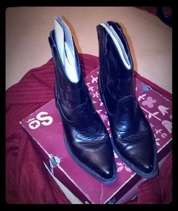 Shoes - Black western boots